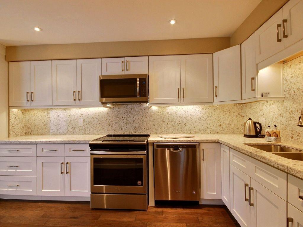 Kitchen Cabinets Burlington Ontario 574 Pinedale Avenue Burlington For Sale Comfree