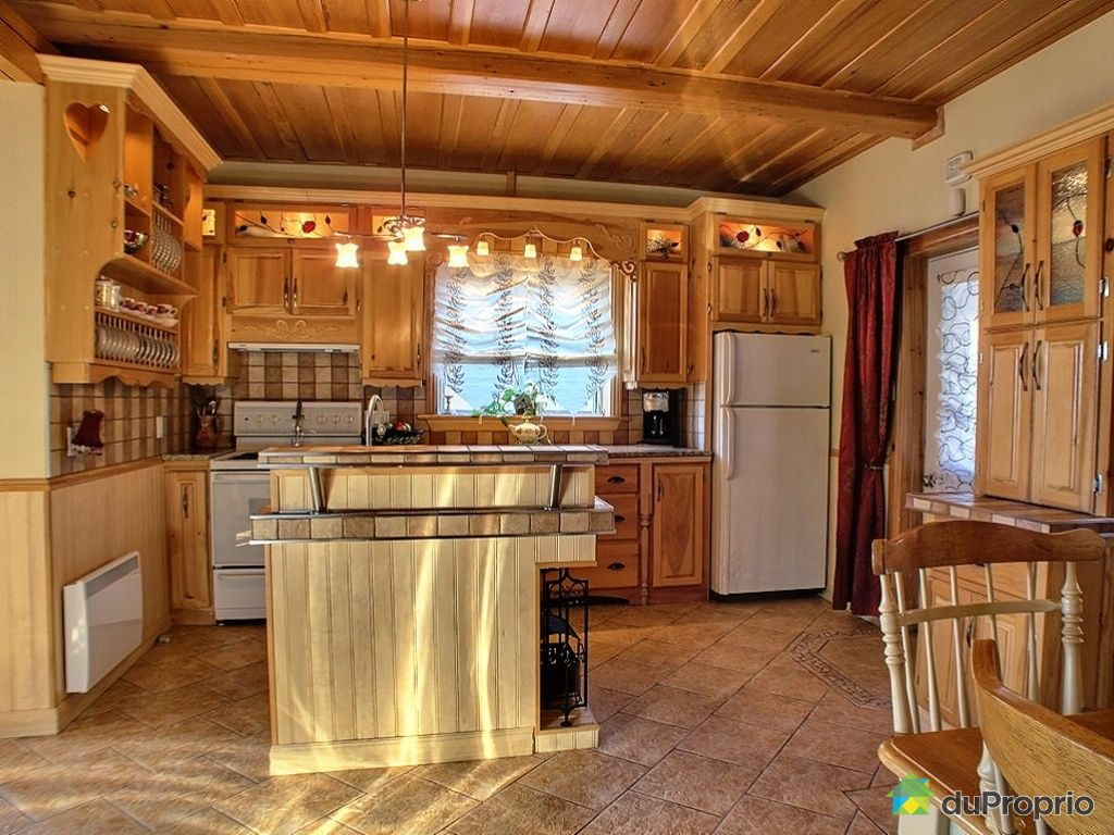 Duplex for sale in loretteville 292 rue racine for Armoire de cuisine antique