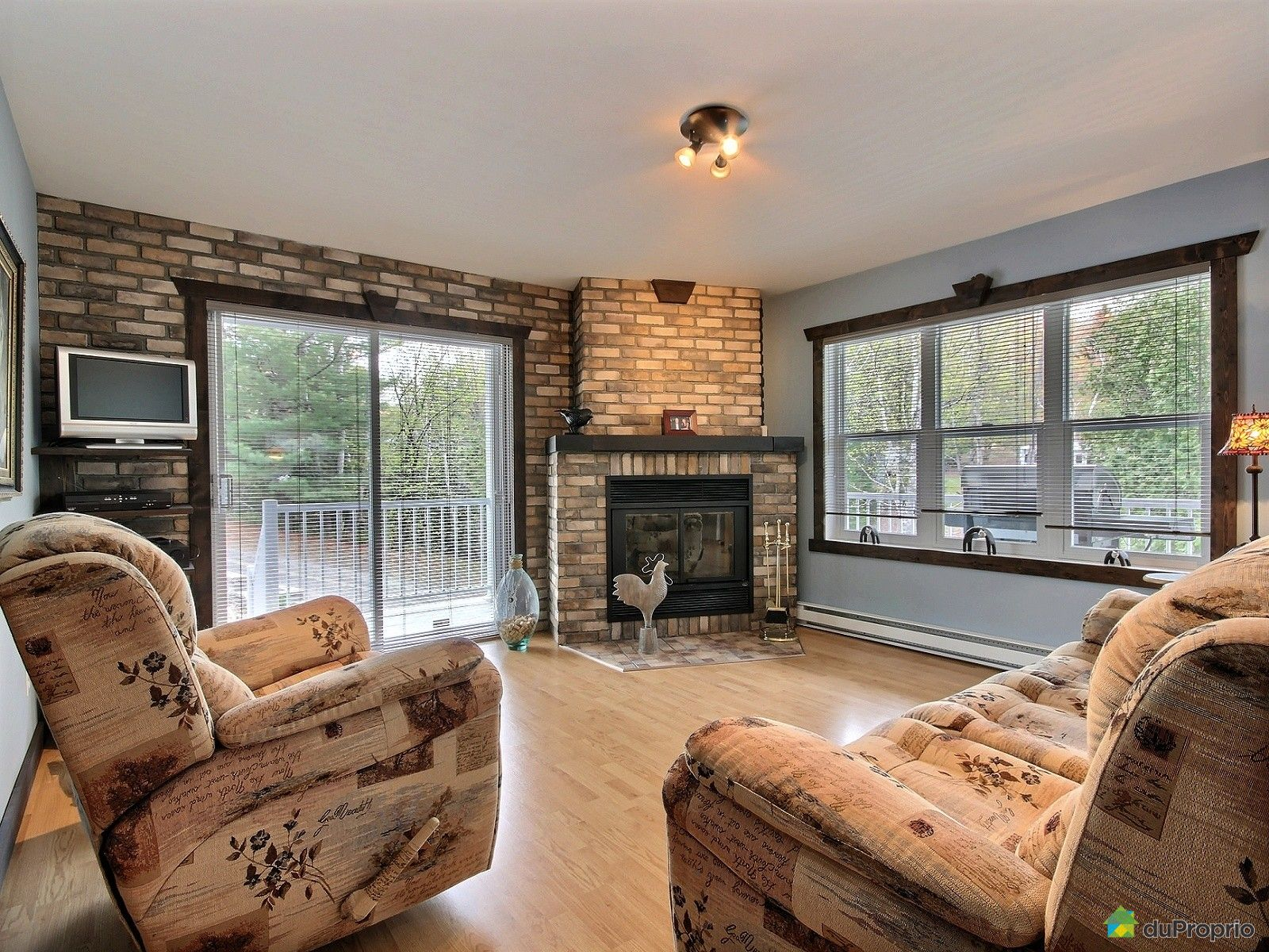 Chalet for sale in amherst 219 chemin jean jeunes for Amherst family room
