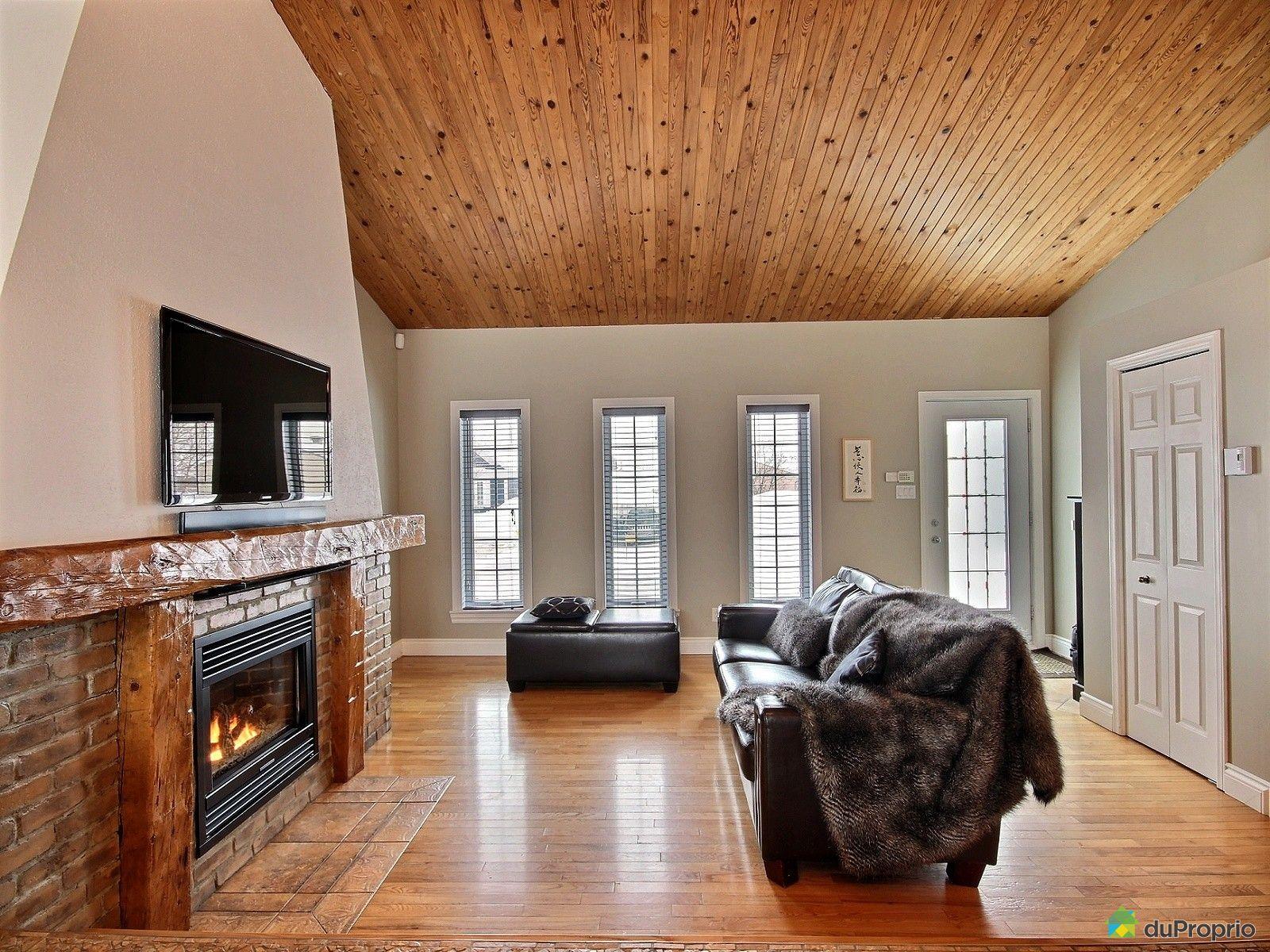 house sold in st mile duproprio 505032. Black Bedroom Furniture Sets. Home Design Ideas