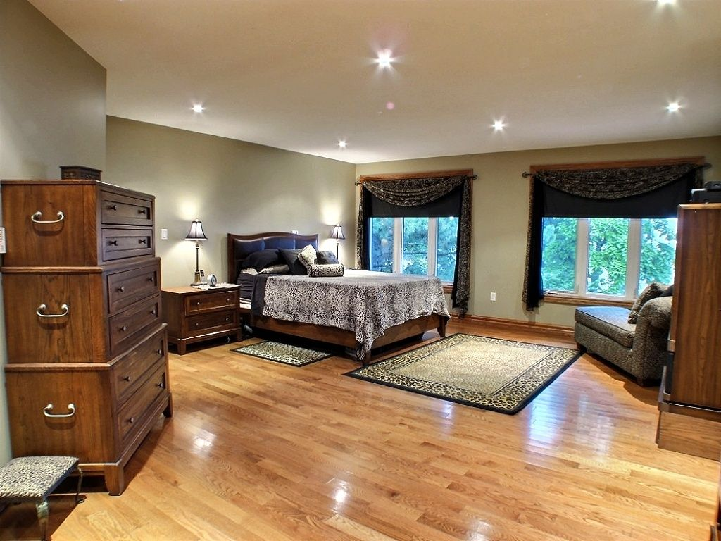 Download bedroom apartment st beach clifton room with a for 2 master bedroom homes for sale