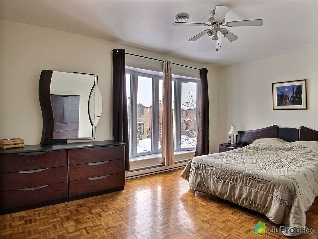 House sold in montreal duproprio 491198 for Chambre bain tourbillon montreal