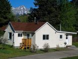 Bungalow in Crowsnest Pass, Okotoks / Ft McLeod / Pincher Creek / SW Alberta