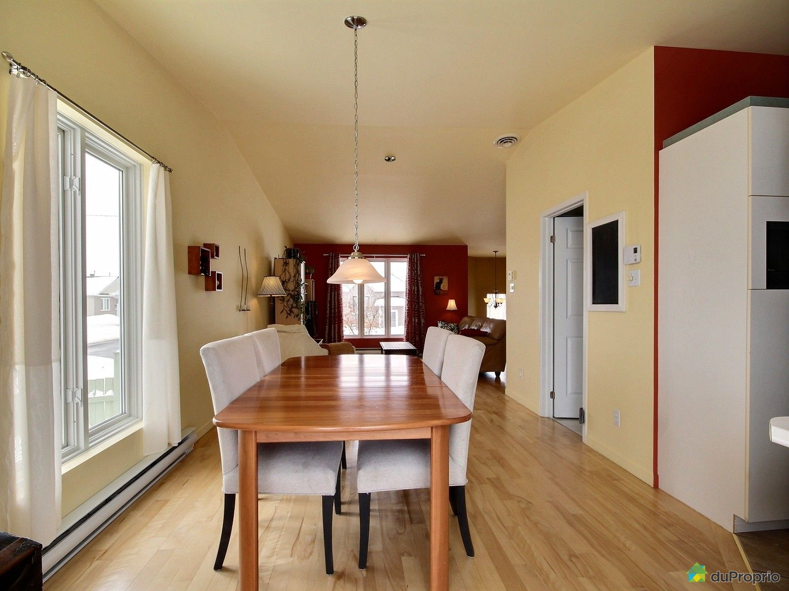 house sold in st mile duproprio 683610. Black Bedroom Furniture Sets. Home Design Ideas