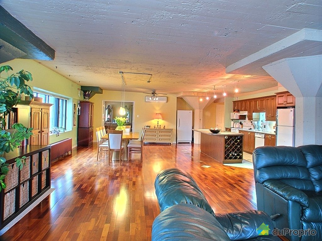 Loft sold in montreal duproprio 237752 for Chambre bain tourbillon montreal
