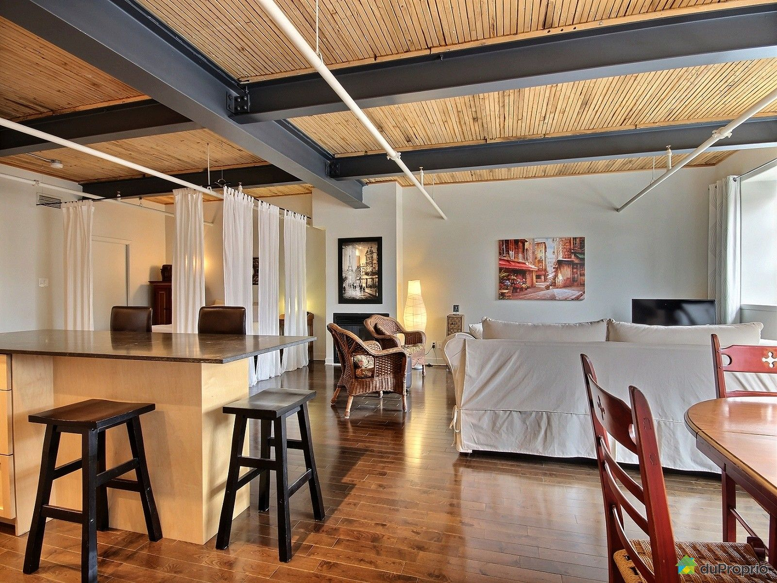 Loft sold in montreal duproprio 605891 for Open concept loft