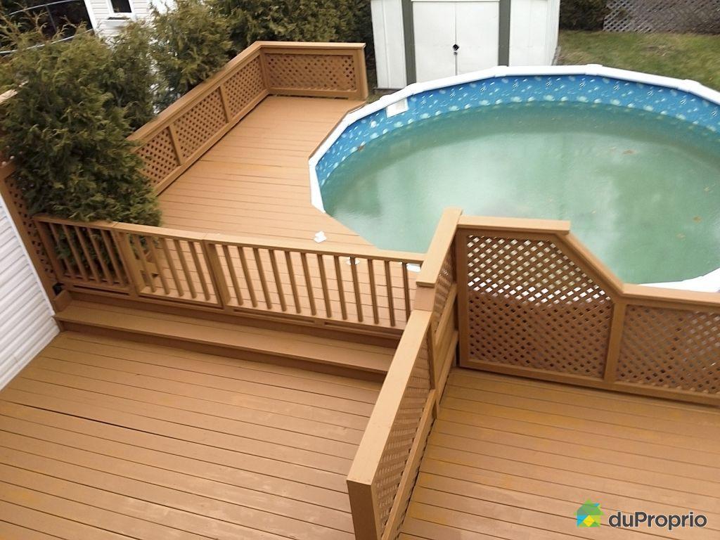 Patio en bois avec piscine hors terre modern patio outdoor for Plan pour patio de piscine