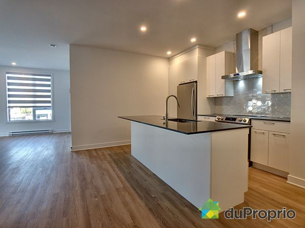 204-8968 rue Airlie, LaSalle for rent
