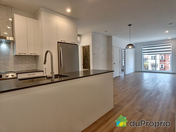 202-8968 rue Airlie, LaSalle for rent