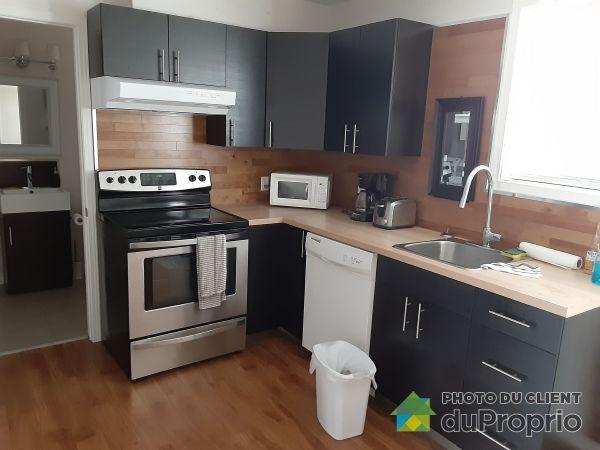 2-815 rue Corinne, Saint-Sauveur for rent