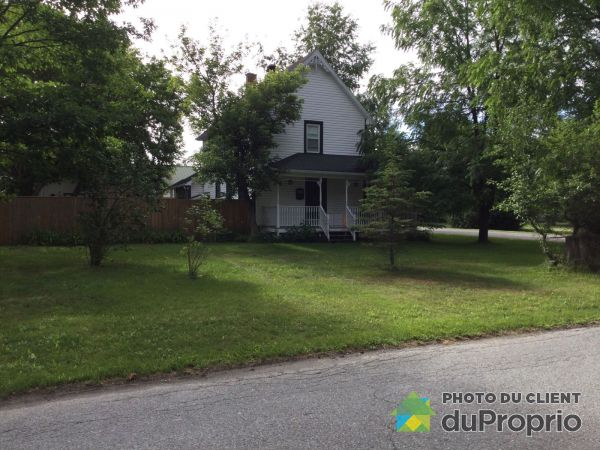 196 rue Maple, Ayer's Cliff for rent