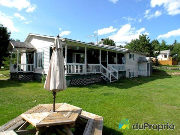 4 chemin de la Baie, Gracefield for sale