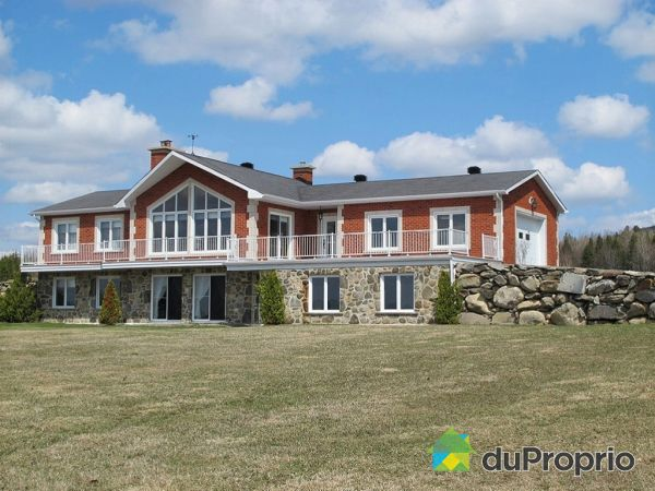 108 route 212 Est, La Patrie for sale