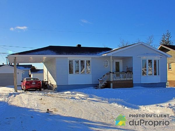 Winter Front - 7 rue Ternet, Sept-Iles for sale