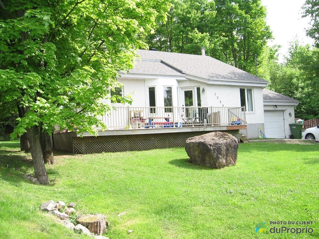 Bungalow for sale, commission-free, in Prévost  Take a look!