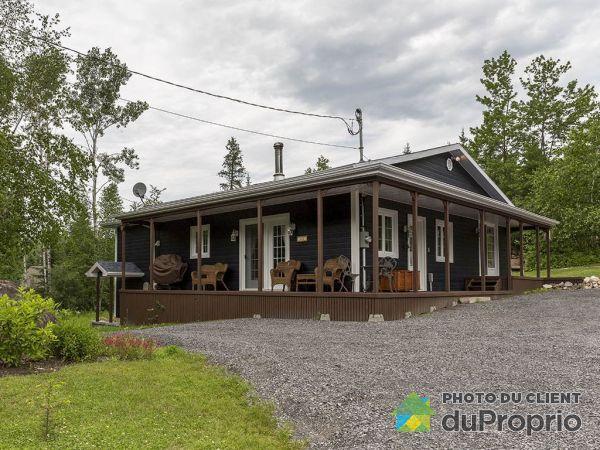 42 chemin du Pied-des-Mont, St-Aime-Des-Lacs for sale