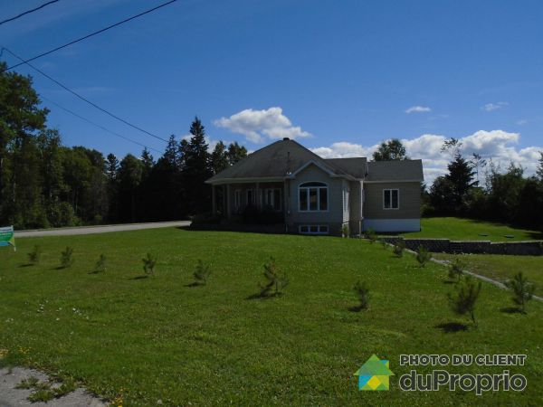 Front Yard - 50 rue Charles-Guillaume, Rimouski (Ste-Odile-Sur-Rimouski) for sale