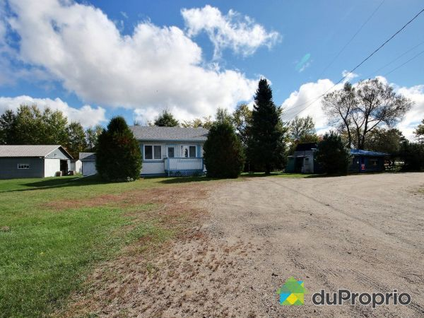 548 route 323, St-André-Avellin for sale