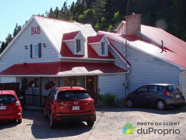Driveway - 102 rue du Saguenay, Tadoussac for sale
