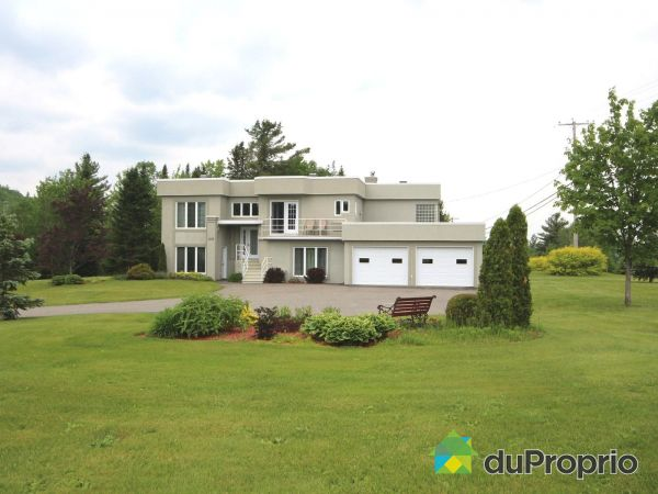 Summer Front - 1201 rue Piuze, Thetford Mines for sale
