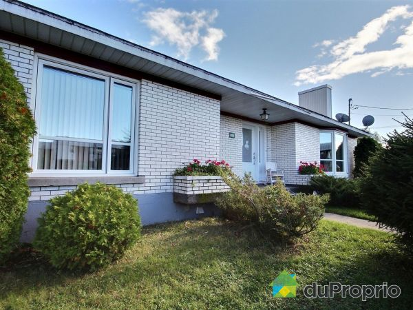 Side View - 606 avenue Martin, St-Pascal-De-Kamouraska for sale