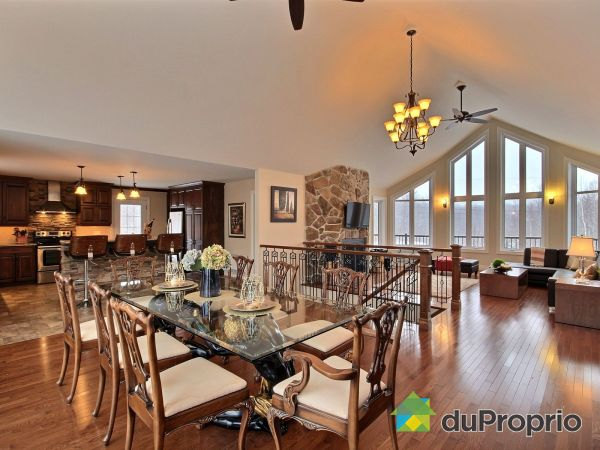 Dining Room / Living Room - 48 chemin des Cervidés, Eastman for rent