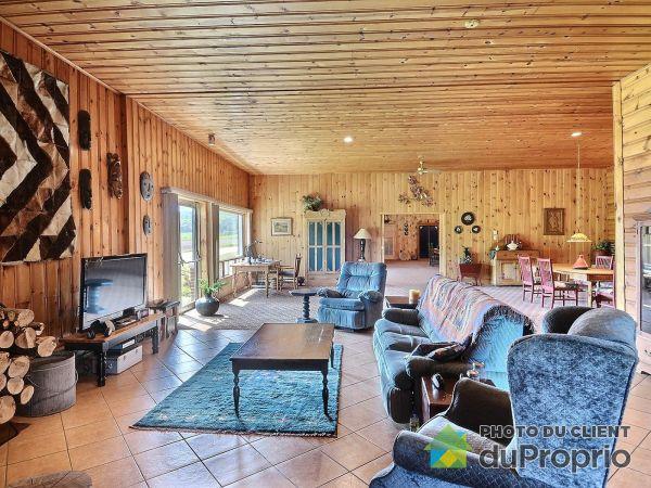 Salle familiale - 1026, Chemin de la Belle-Montagne, St-Jean-De-Matha à vendre