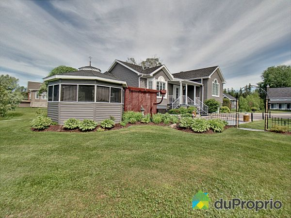 Summer Front - 240 rue de la Rivière, Ste-Monique-Lac-St-Jean for sale