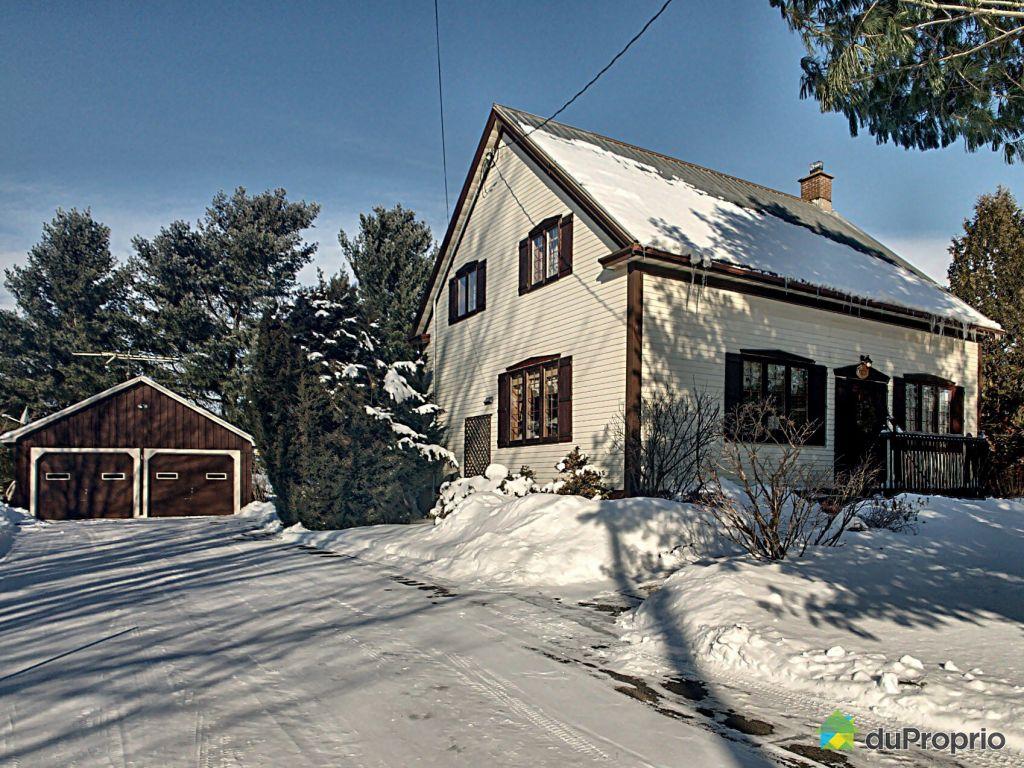 Façade en hiver façade maison et garage double entrée pour 10 voitures