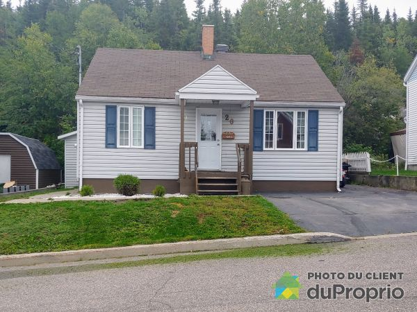 Front Yard - 20 avenue Laval, Baie-Comeau for sale