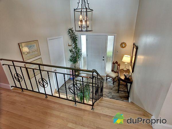 Hall - 223 rue des Écores, Montmagny for sale