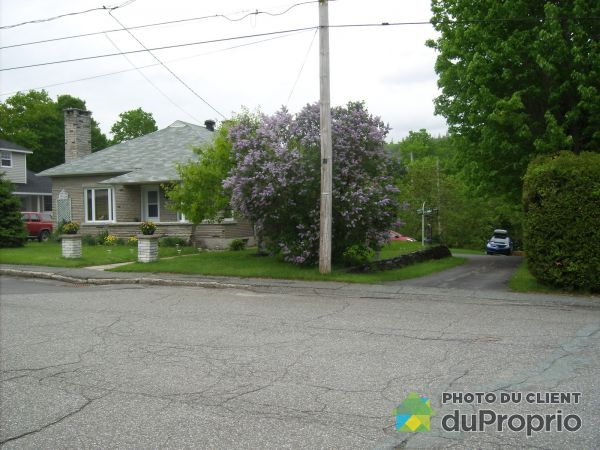 South Side - 222 rue Breault, Val-des-Sources for sale