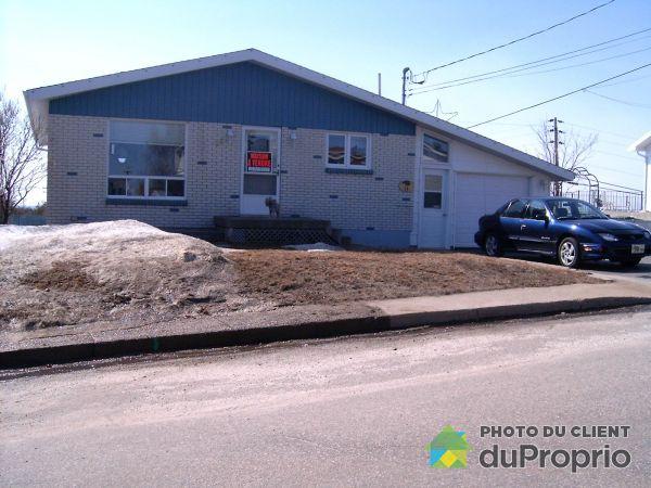 Front Yard - 18 avenue Desjardins, Baie-Comeau for sale