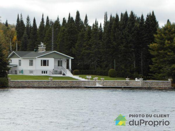 Bord de l'eau - 606, chemin du Lac Sylvère, St-Donat à vendre