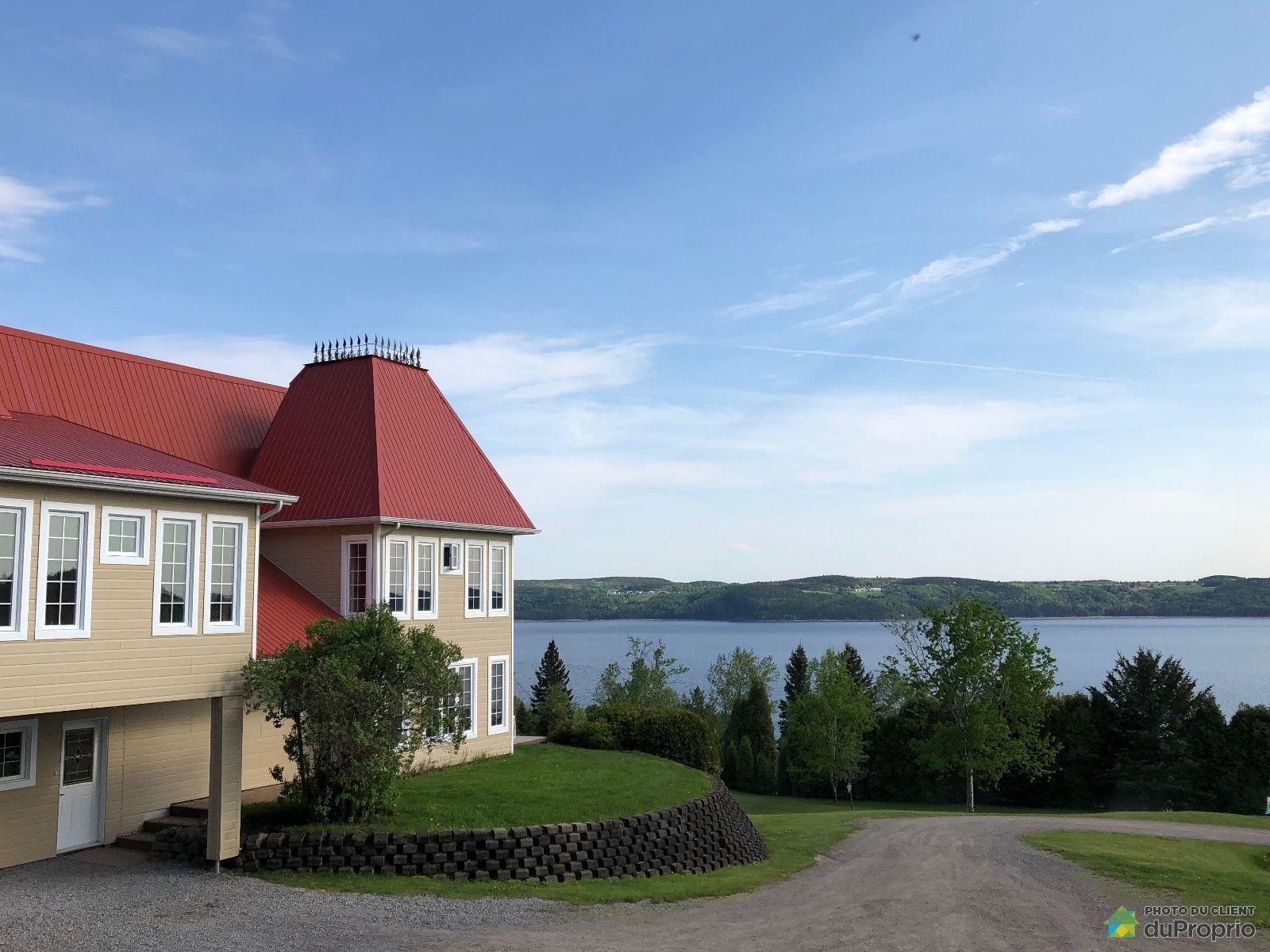 Side View - 415 rue du Saguenay, St-Fulgence for sale