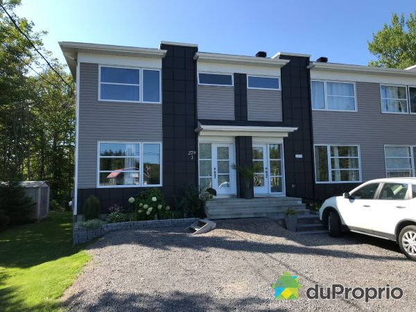 Front Yard - 1-279 boulvard Jacques-Cartier, Shannon for sale