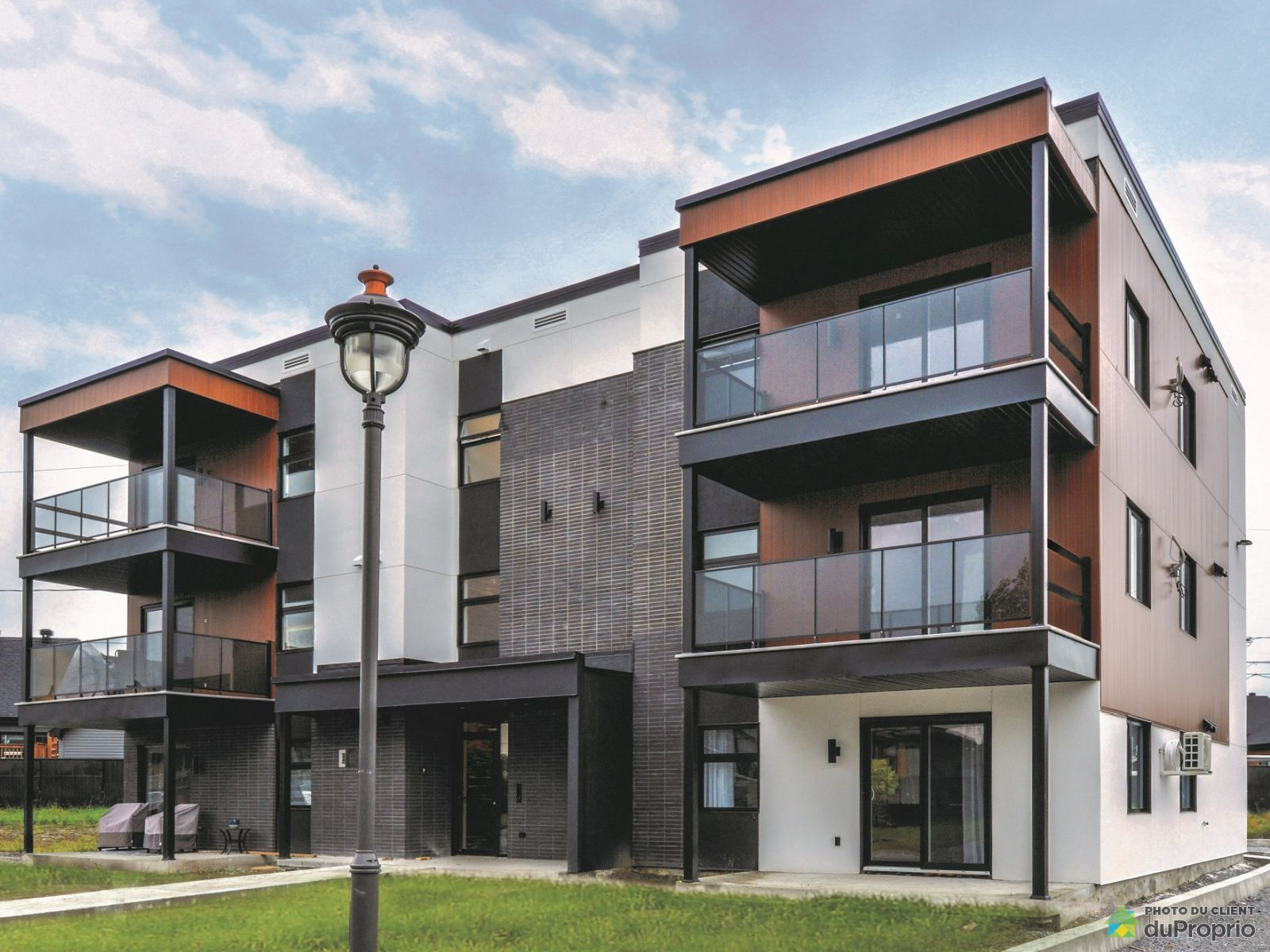 102-1945 rue Victor-Martin - Par les Constructions Robin, St-Hyacinthe (Douville) for sale