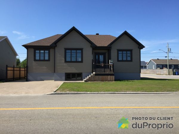 Front Yard - 1525 rue Copaco, Havre-St-Pierre for sale