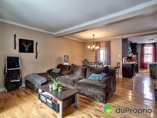 Salon - 3, rue Victoria, St-Jean-sur-Richelieu (St-Jean-sur-Richelieu) à vendre