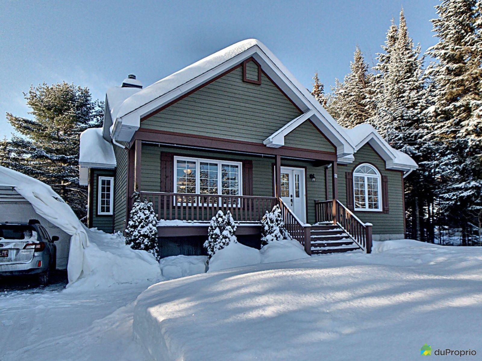 Winter Front - 11 rue des Plateaux, St-Gabriel-De-Valcartier for sale