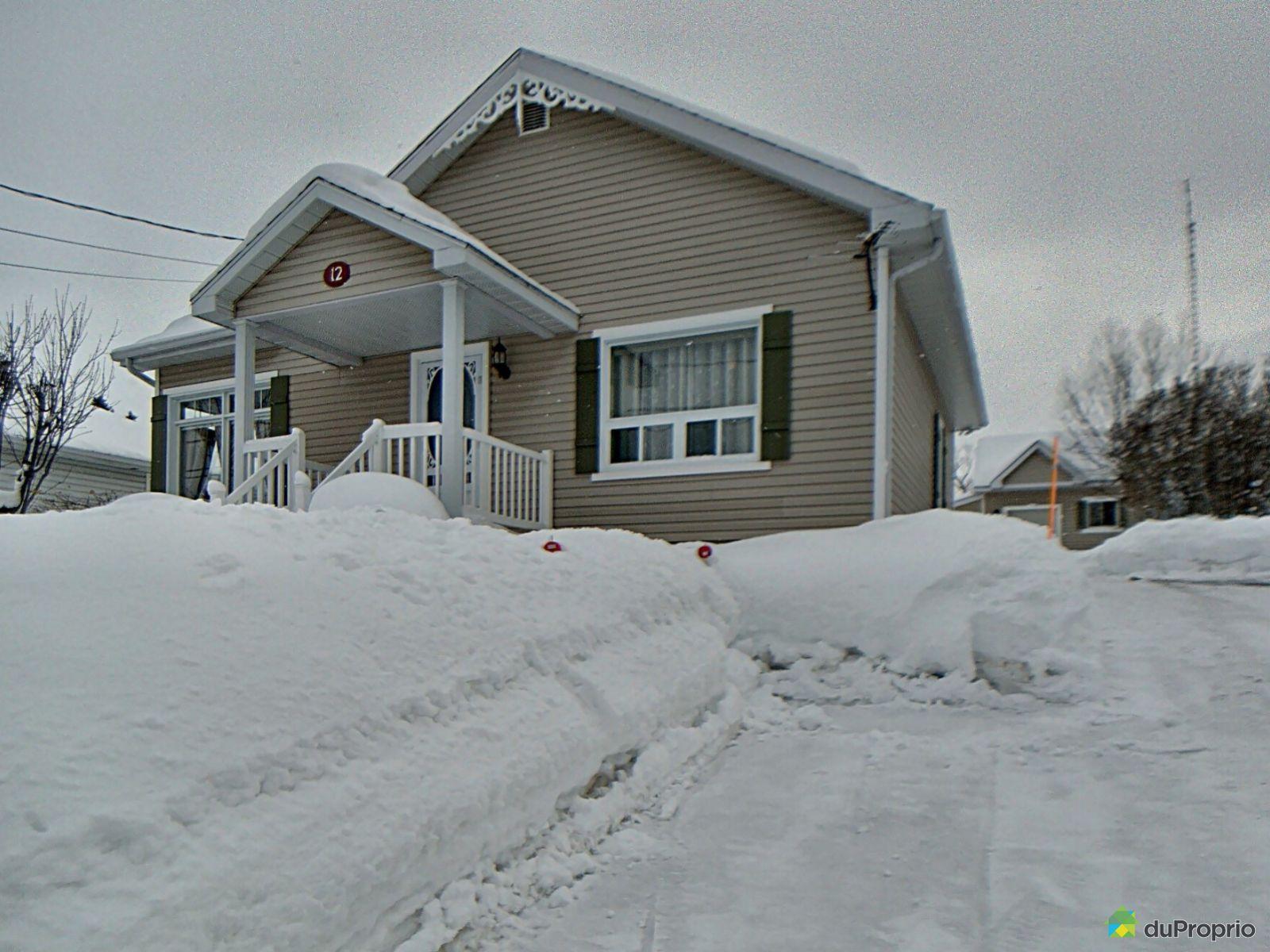Winter Front - 12 rue Saint-Laurent, Témiscouata-sur-le-Lac for sale