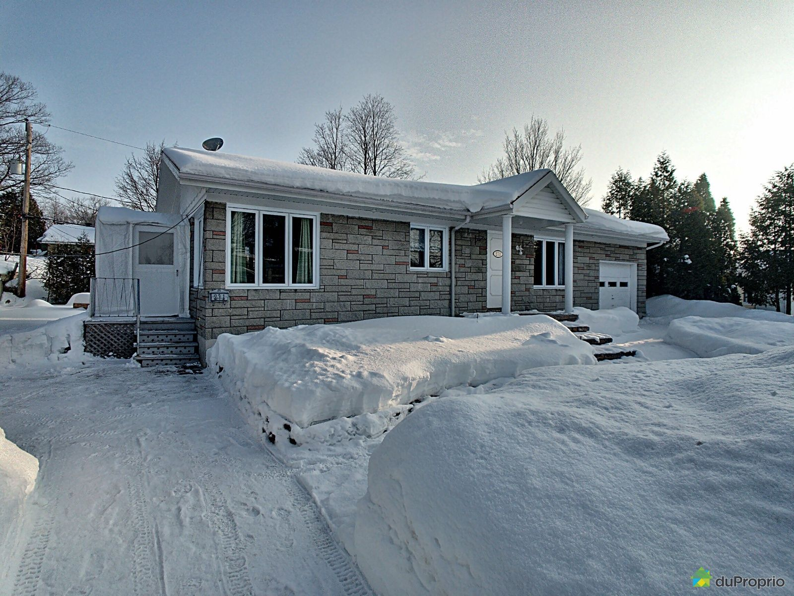 Winter Front - 271 rue Wilson, St-Romuald for sale
