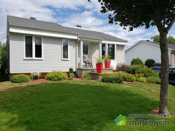 Summer Front - 11680 rue Brault, Neufchatel for sale