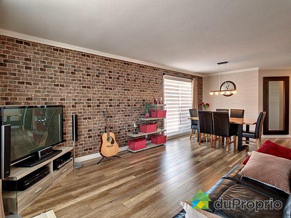 Living / Dining Room - 1185 rue de Saint-Julien, St-Émile for sale