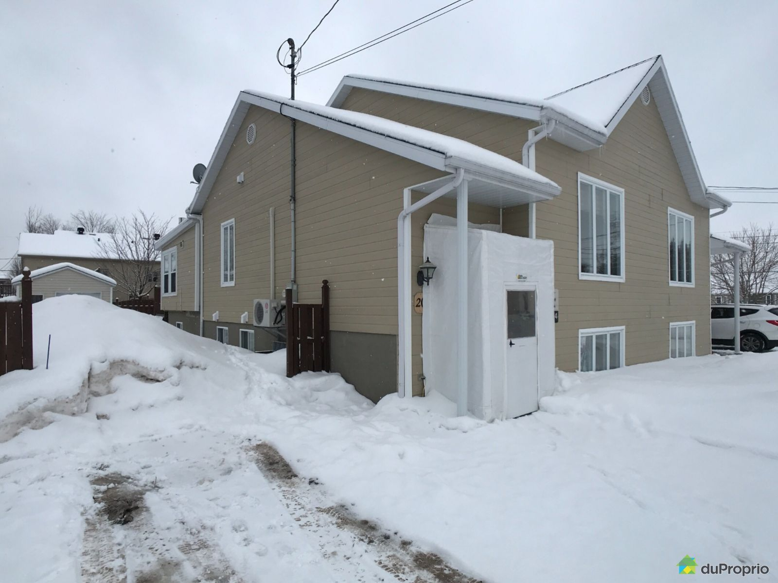 Buildings - 20 rue Demers, St-Apollinaire for sale