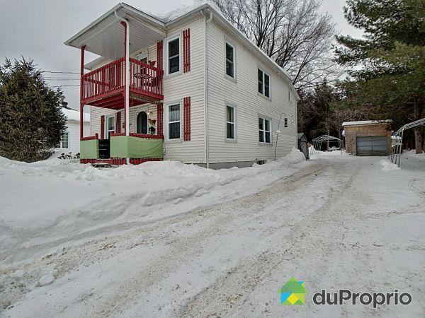 Winter Front - 613 rue Saint-Joseph, Valcourt for sale