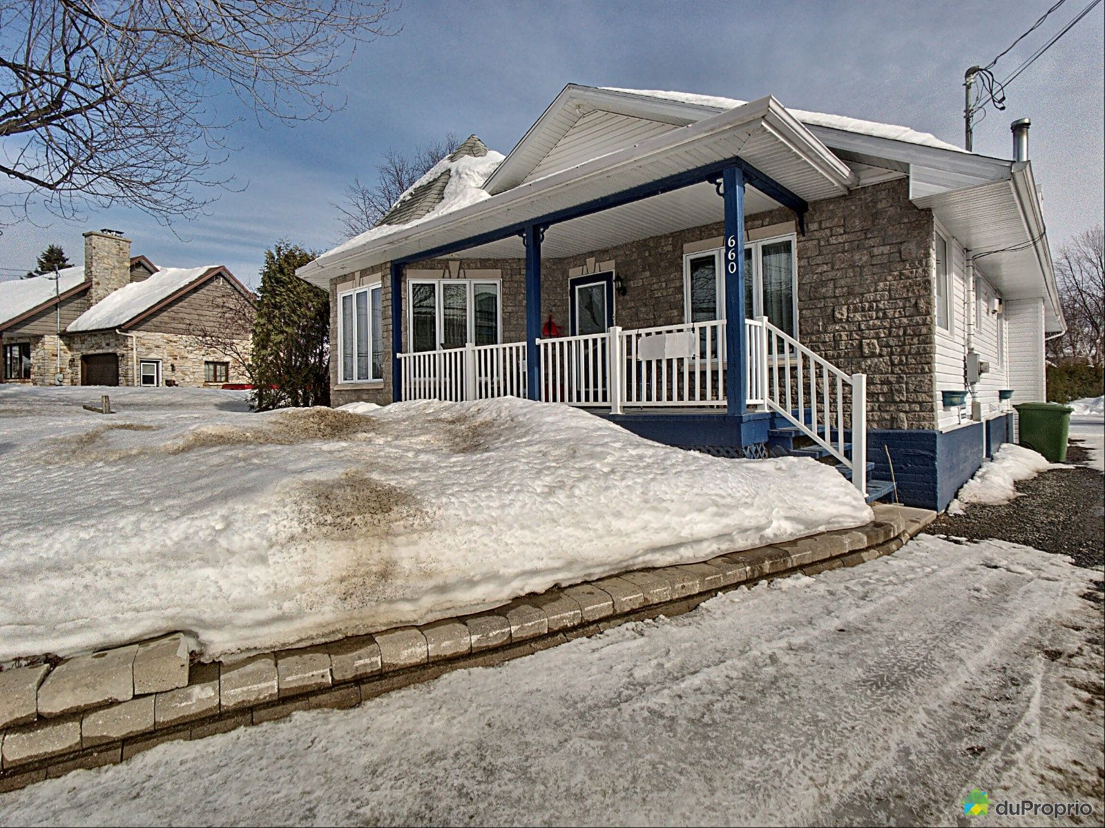 Winter Front - 660 rue Saint-Jacques, Ste-Thecle for sale