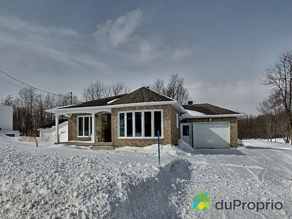 Front Yard - 46 rue du Fleuve, Beaumont for sale