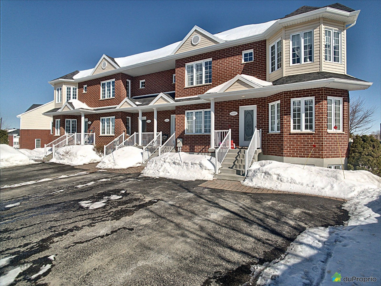 Winter Front - 4743 rue Pierre-Campagna, Cap-Rouge for sale
