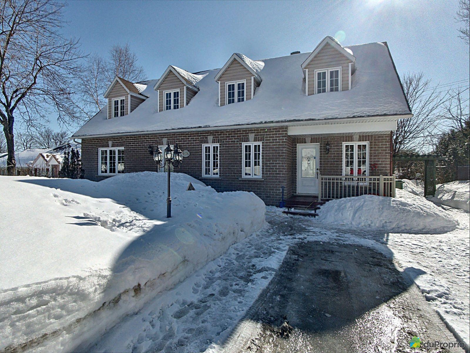 Winter Front - 6175 rue des Feuillus, St-Émile for sale